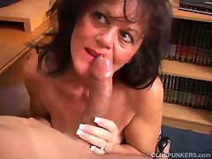 Mature bitch gives lesson on hot to suck dick