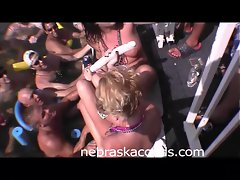 Girls Eating Pussy in Party Cove Part 2