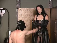 Mistress Isabella Sinclaire - worthless pig