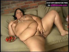 Dessert eating BBW from her pussy pt 2