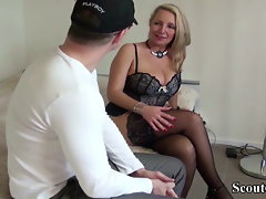 GERMAN Mommy Harlot HELP 19yo BOY WITH Very first FUCK