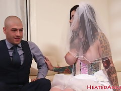Bigtit inked bride rails prick in cowgirl